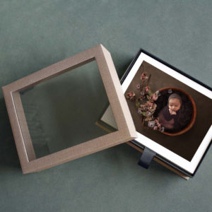 Clear window display box for images